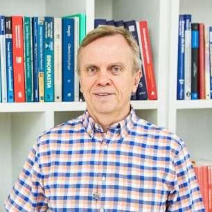 Dr. Carlos Naconecy